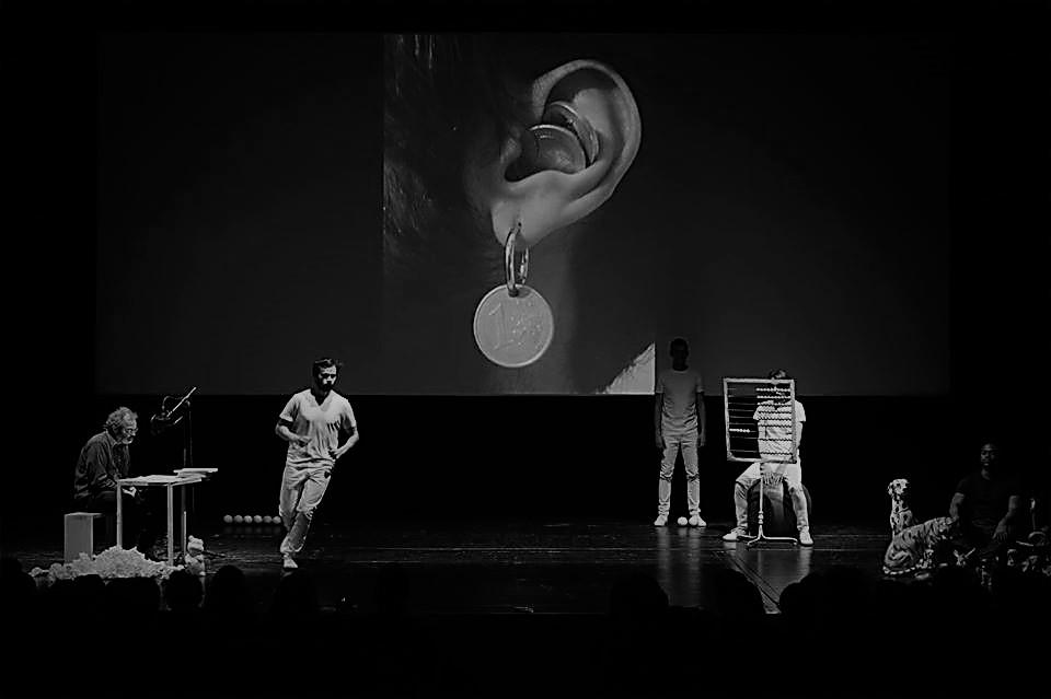 """Crítica da performance """"Os Animais e o Dinheiro"""", Gonçalo M. Tavares e Os Espacialistas, no âmbito da BoCA a 30/3/2019   INTRO"""