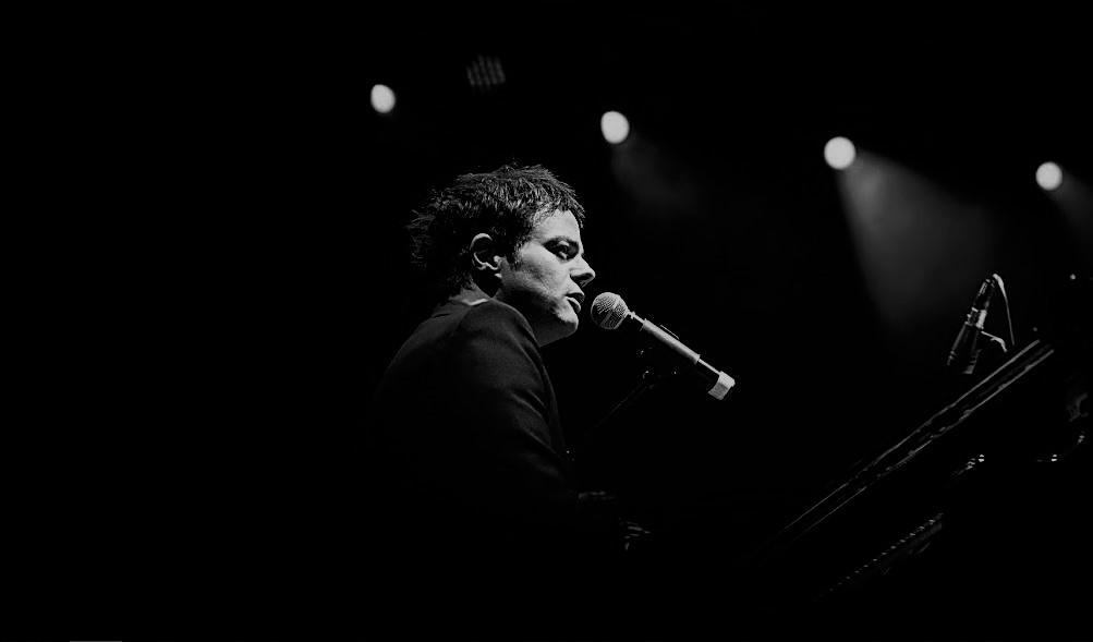 Reportagem do concerto do músico britânico Jamie Cullum no âmbito do festival EDP Cool Jazz, realizado no passado dia 20 de Julho de 2019 | INTRO