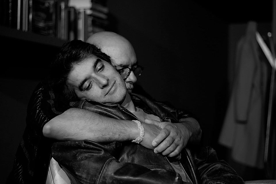 Crítica da peça Sabujo, pela Assédio Teatro, protagonizada por Pedro Frias e João Cardoso, apresentada na Sala de Bolso a 23 de Novembro 2019 | INTRO