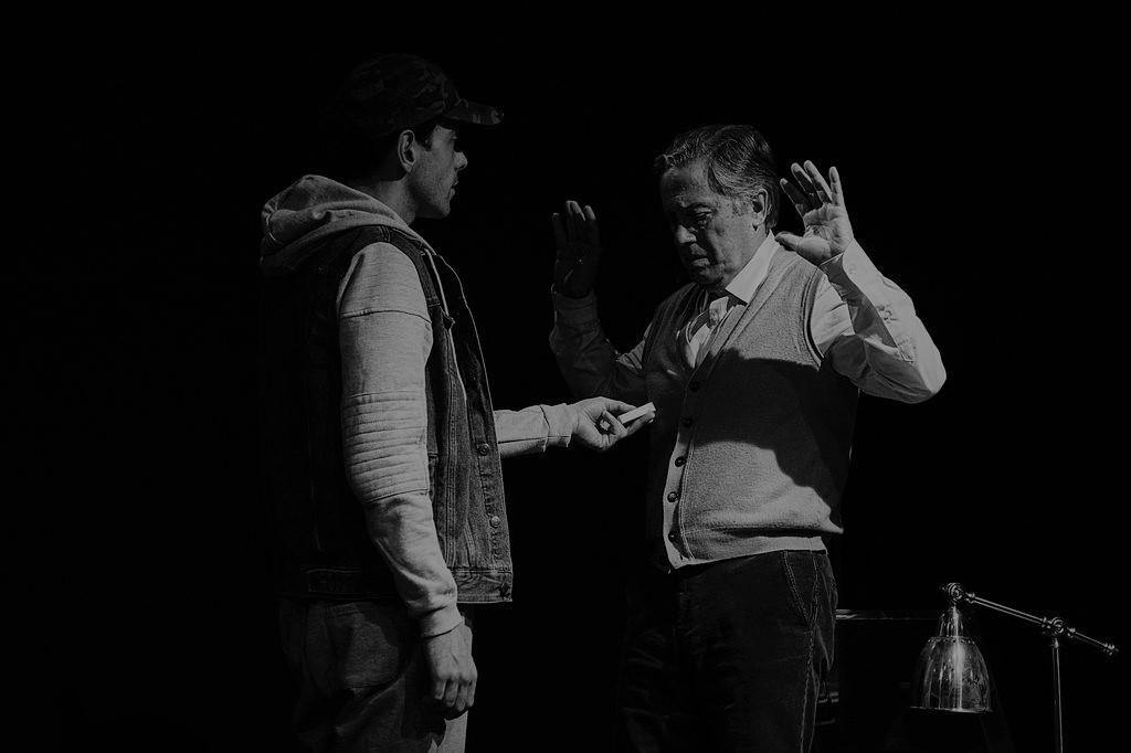 Crítica da peça de Caryll Churchill Um Número, apresentada no Teatro da Trindade no passado dia 5 de Fevereiro, com Virgílio Castelo e José Pimentão | INTRO