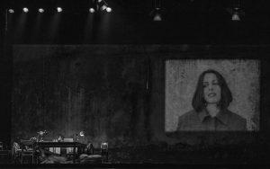 Crítica do espectáculo A meio da noite, criação da Companhia de Olga Roriz sobre o universo de Ingmar Bergman, integrado no Festival Dias da Dança (TNSJ, 27/04/2018).