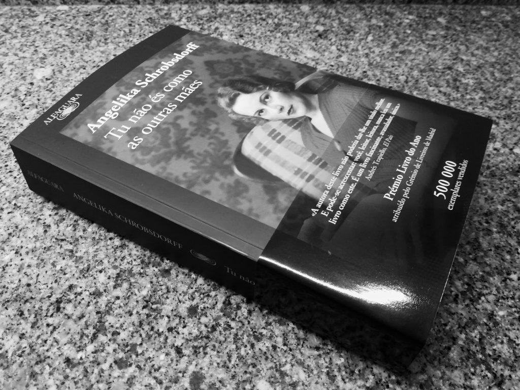 Recensão crítica do livro Tu não és como as outras mães, de Angelika Schrobsdorff, publicado em Portugal pela Alfaguara em 2018 | INTRO