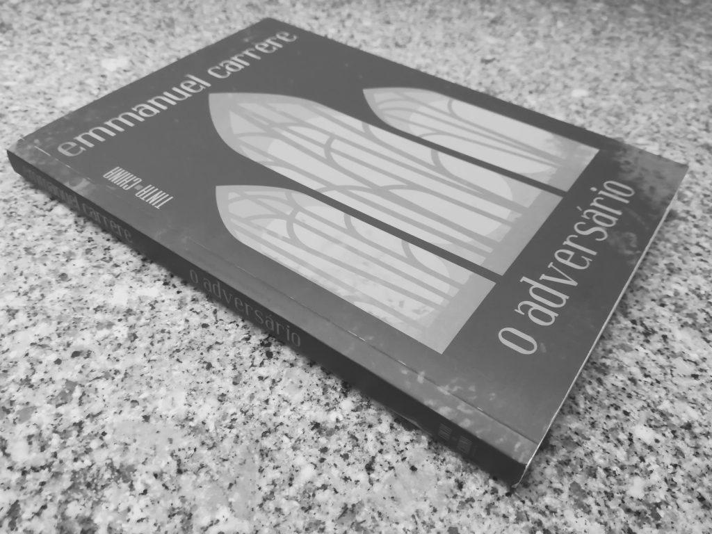 """Recensão do livro """"O Adversário"""", da autoria do francês Emmanuel Carrère, reeditado pela Tinta-da-China em Maio de 2019   INTRO"""