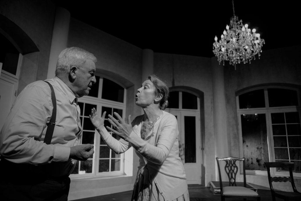 Crónica acerca da peça As Cadeiras, de Eugène Ionesco, apresentada no Teatro do Bairro, no passado dia 25 de Outubro de 2019 | INTRO