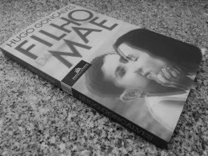 """Recensão do livro """"Filho da Mãe"""", escrito por Hugo Gonçalves, publicado e reeditado pela Companhia das Letras Portugal em 2020   INTRO"""